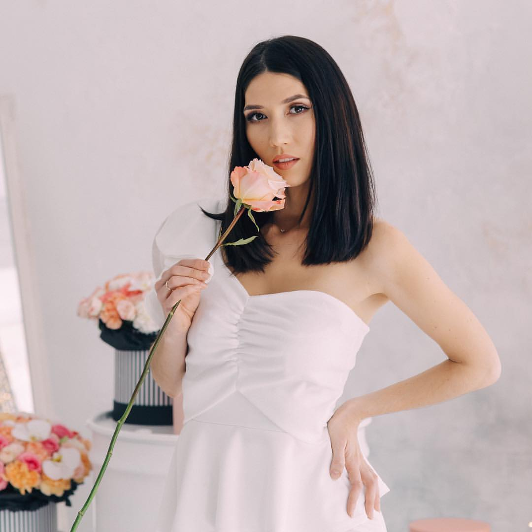 Оксана цибина с цветком